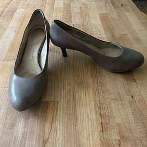 Gray leather Rockport pumps, size 11